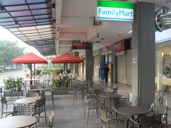 mini mart and food court thamrin residences - Apartment Thamrin Residence